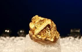 Komu najbardziej pasuje złota biżuteria?