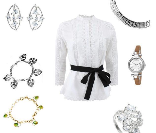 Jaka biżuteria do białej bluzki?