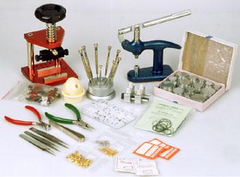 Podstawowe narzędzia zegarmistrzowskie.