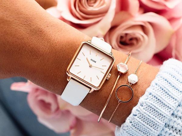 Kwadratowe tarcze w zegarkach Cluse La Tetragone. Poznaj retro odsłonę kobiecości